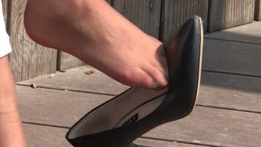 丝 袜 挑 鞋 视频  cctvb出品 棕丝小妹高跟 丝 足 诱惑 街拍第一站全网原创独发!