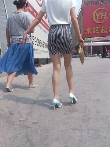 [权限要求: 三年期VIP以上]  参赛+柳依依+第73帖+包臀裙肉丝美腿辣妈(12P) 街拍第一站全网原创独发!