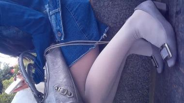 青の猫视频  [1080p高清]小美女的灰色丝袜坐姿 街拍第一站全网原创独发!