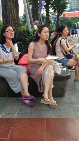俊风街拍视频  纱裙丰满白嫩美腿少妇 街拍第一站全网原创独发!