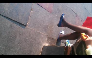 dangling002视频  诱惑街拍黑丝美女挑玩蓝鞋,值得一看!【dangling精品街拍视频】 街拍第一站全网原创独发!