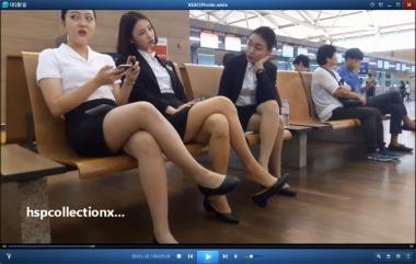 HSP丝袜视频  机场挑鞋的高颜值制服丝袜街拍美女[05:24] 街拍第一站全网原创独发!