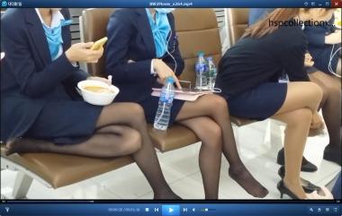 HSP丝袜视频  坐成一排挑鞋的丝袜制服街拍美女[01:16] 街拍第一站全网原创独发!