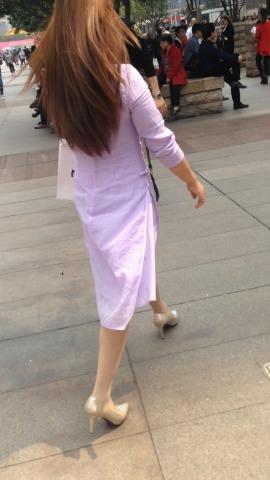 俊风街拍视频  金色街拍高跟粉色连衣裙少妇 街拍第一站全网原创独发!