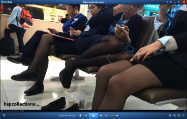 HSP丝袜视频  长椅上等候的黑丝街拍制服空姐[06:52] 街拍第一站全网原创独发!