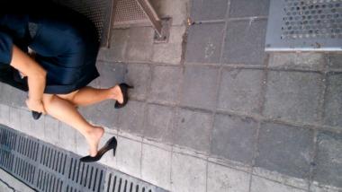 dangling002视频  街拍街拍肉丝美腿挑鞋晾脚,6分钟,值得一看!! 街拍第一站全网原创独发!