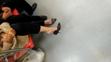 dangling002视频  地铁诱惑少妇美腿挑动诱惑街拍高跟!! 街拍第一站全网原创独发!