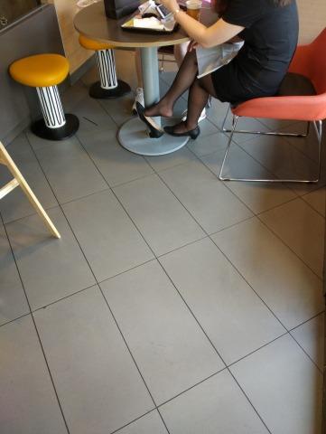 dangling002视频  麦当劳美女街拍黑丝挑鞋,诱惑,值得一看! 街拍第一站全网原创独发!