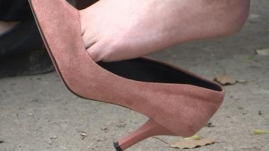 CCTVB视频  cctvb出品  尖 细高跟玩鞋挑鞋最后一集大特写 街拍第一站全网原创独发!