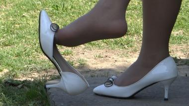CCTVB视频  cctvb出品 这灰丝。。这 少 妇 。。这 挑鞋玩鞋的确过瘾。。。。 街拍第一站全网原创独发!