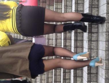 徐香视频  两个街拍丝袜美腿过天桥(3个视频) 街拍第一站全网原创独发!