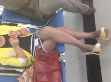 徐香视频  候车室极品街拍丝袜高跟美少妇,太漂亮了 街拍第一站全网原创独发!