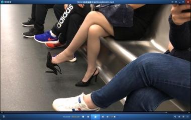 HSP丝袜视频  【HSP's video】地铁上挑鞋的街拍丝袜女友[02:15] 街拍第一站全网原创独发!