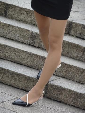肉丝高跟粉红街拍美眉――29P