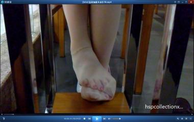 HSP丝袜视频  【HSP's video】桌下女朋友蠕动的街拍丝足[04:22] 街拍第一站全网原创独发!