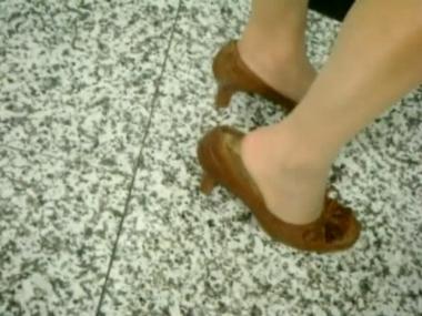 applejuice视频  街拍室内肉丝街拍少妇玩鞋(640X480) 街拍第一站全网原创独发!