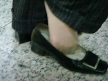 applejuice视频  街拍室内标准肉丝熟女精彩玩鞋晾街拍丝脚(640X480) 街拍第一站全网原创独发!
