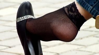 applejuice视频  applejuice原创作品 黑色网袜少妇街拍挑鞋晾脚大特写(1280×720 208MB) 街拍第一站全网原创独发!