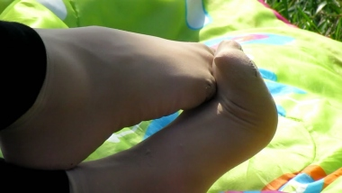 applejuice视频  applejuice原创作品 熟女做出各种动作展示街拍肉丝脚魅力(1280×720 270MB) 街拍第一站全网原创独发!