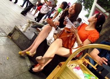 [权限要求:两年期VIP及以上]  【jim2】两个长腿 肉 丝   美 女 (21p) 街拍第一站全网原创独发!
