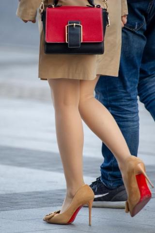 [权限要求:两年期VIP及以上]  【原创】 丝 袜 超细 高跟鞋【10P】 街拍第一站全网原创独发!