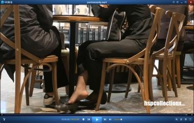 HSP丝袜视频  【HSP's video1080P】远近两桌街拍制服丝袜美女挑鞋[06:14] 街拍第一站全网原创独发!