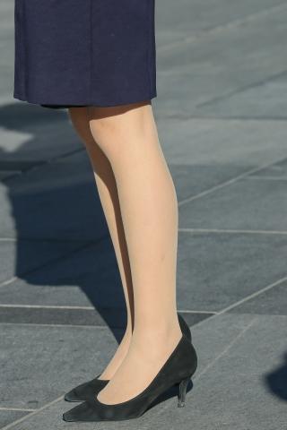 看到办公室女人的肉街拍丝腿腿总是感觉心痒痒