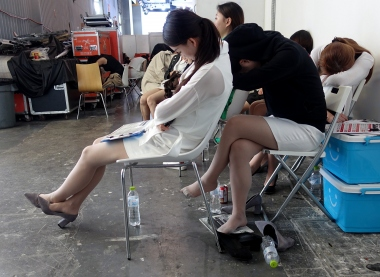 【jim2】两个肉丝街拍长腿美女(16p)