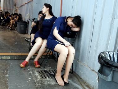 【jim2】休息中肉丝街拍长腿的美女(14p)