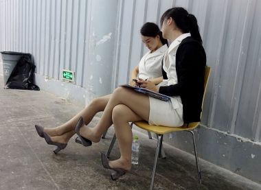 【jim2】2位肉丝长腿的街拍美女(13p)