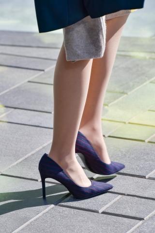 超街拍薄肉丝高跟长腿长发美女