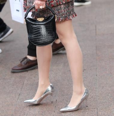 【珏一笑而过】肉丝银色街拍高跟鞋13P