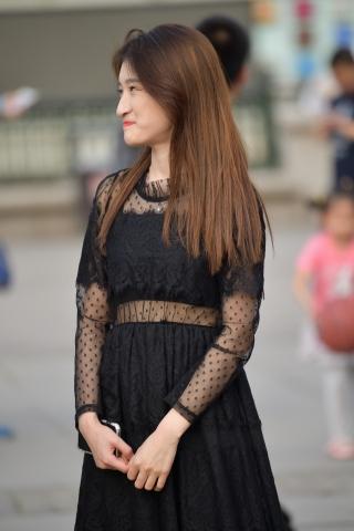 街拍黑丝 黑丝黑裙 街拍美女图片发布 街拍丝袜第一站
