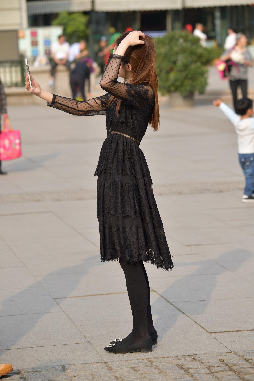 街拍黑絲 黑絲黑裙 街拍美女圖片發布 街拍絲襪第一站