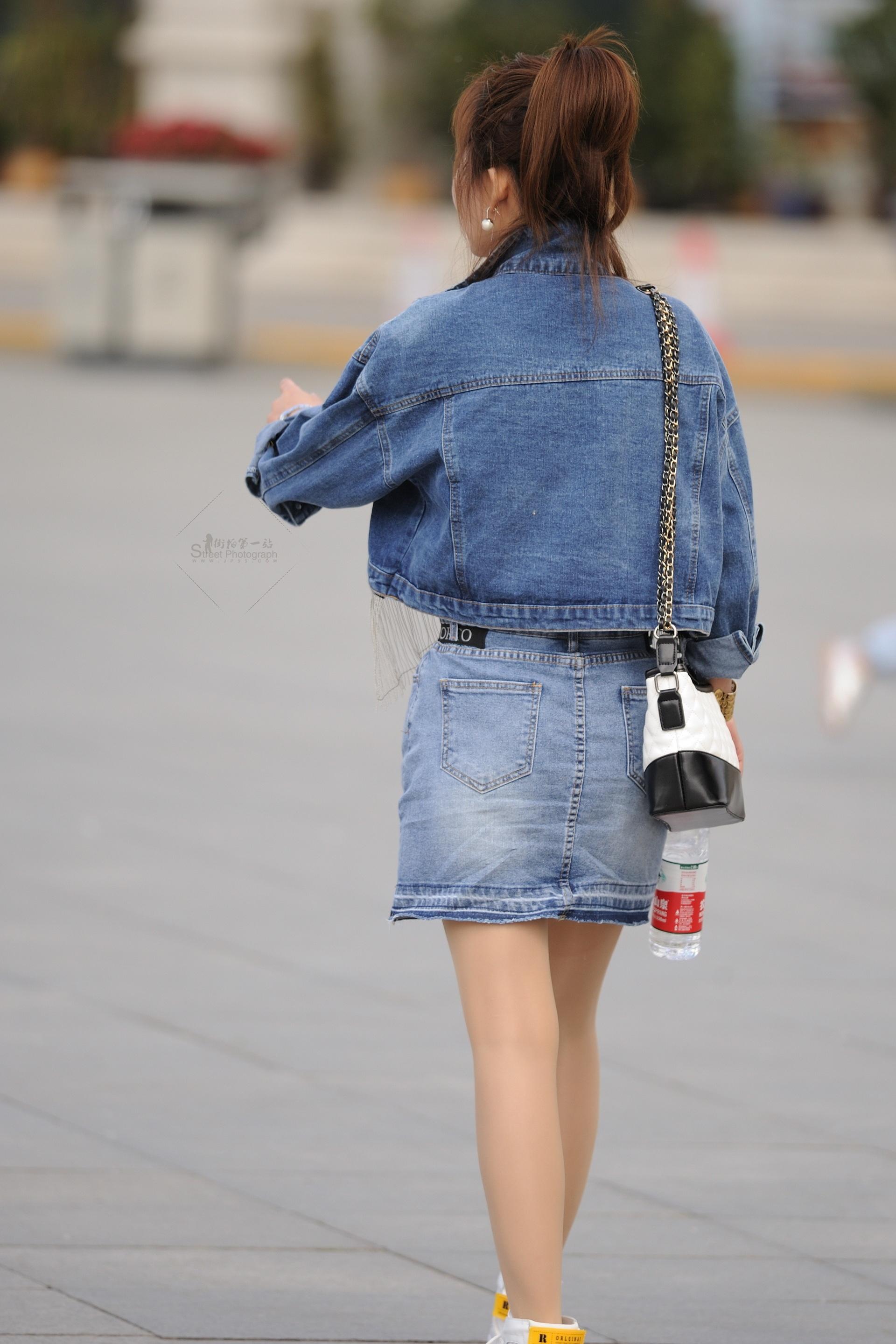 街拍牛仔 牛仔套六十 街拍美女圖片發布 街拍絲襪第一站