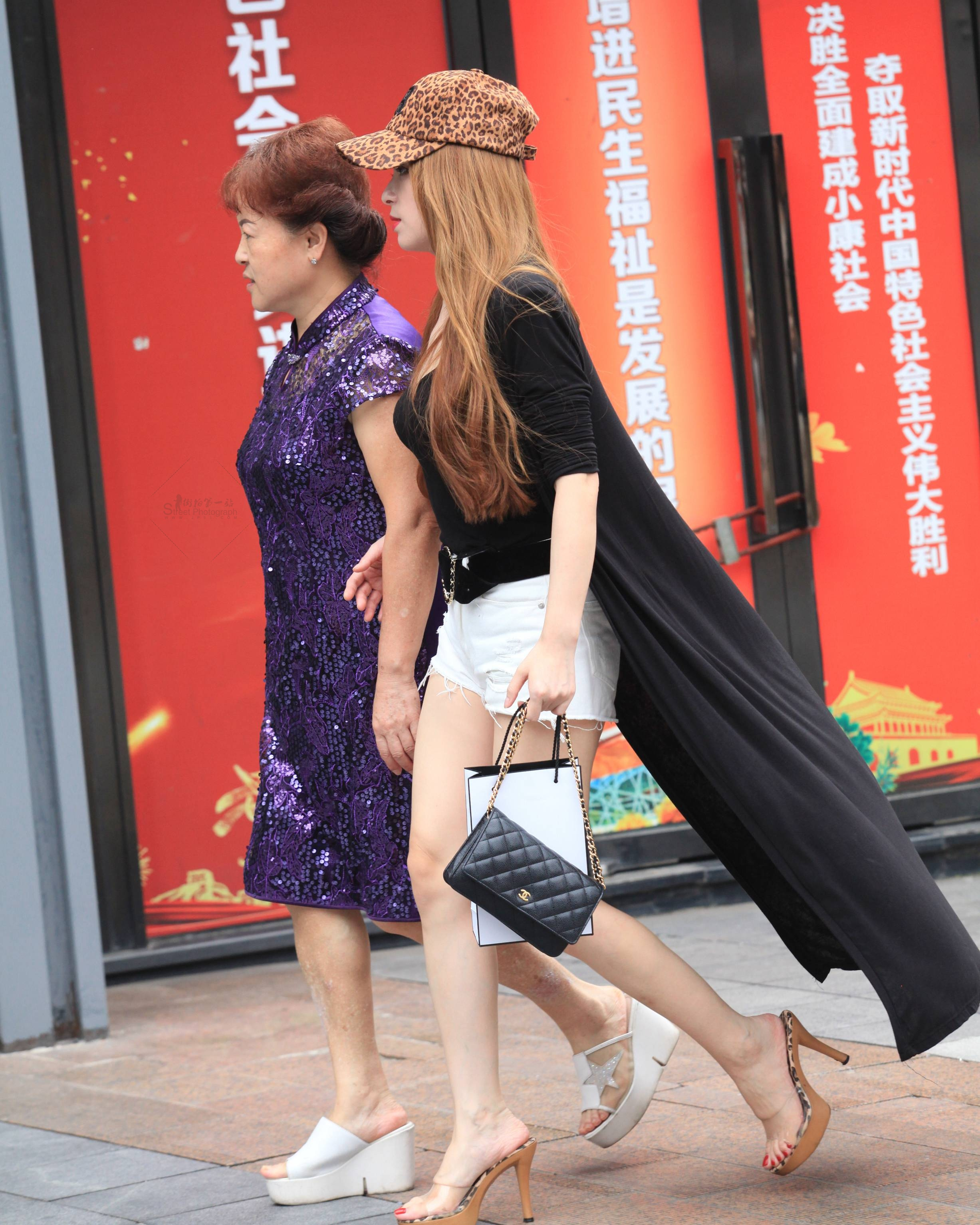 街拍高跟,街拍玉足 【珏一笑而过】玉足 高跟Shao Fu 最新街拍丝袜图片 街拍丝袜第一站