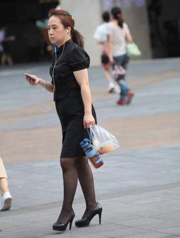 街拍高跟,街拍制服,街拍黑丝 【珏一笑而过】黑丝 高跟制服装 最新街拍丝袜图片 街拍丝袜第一站