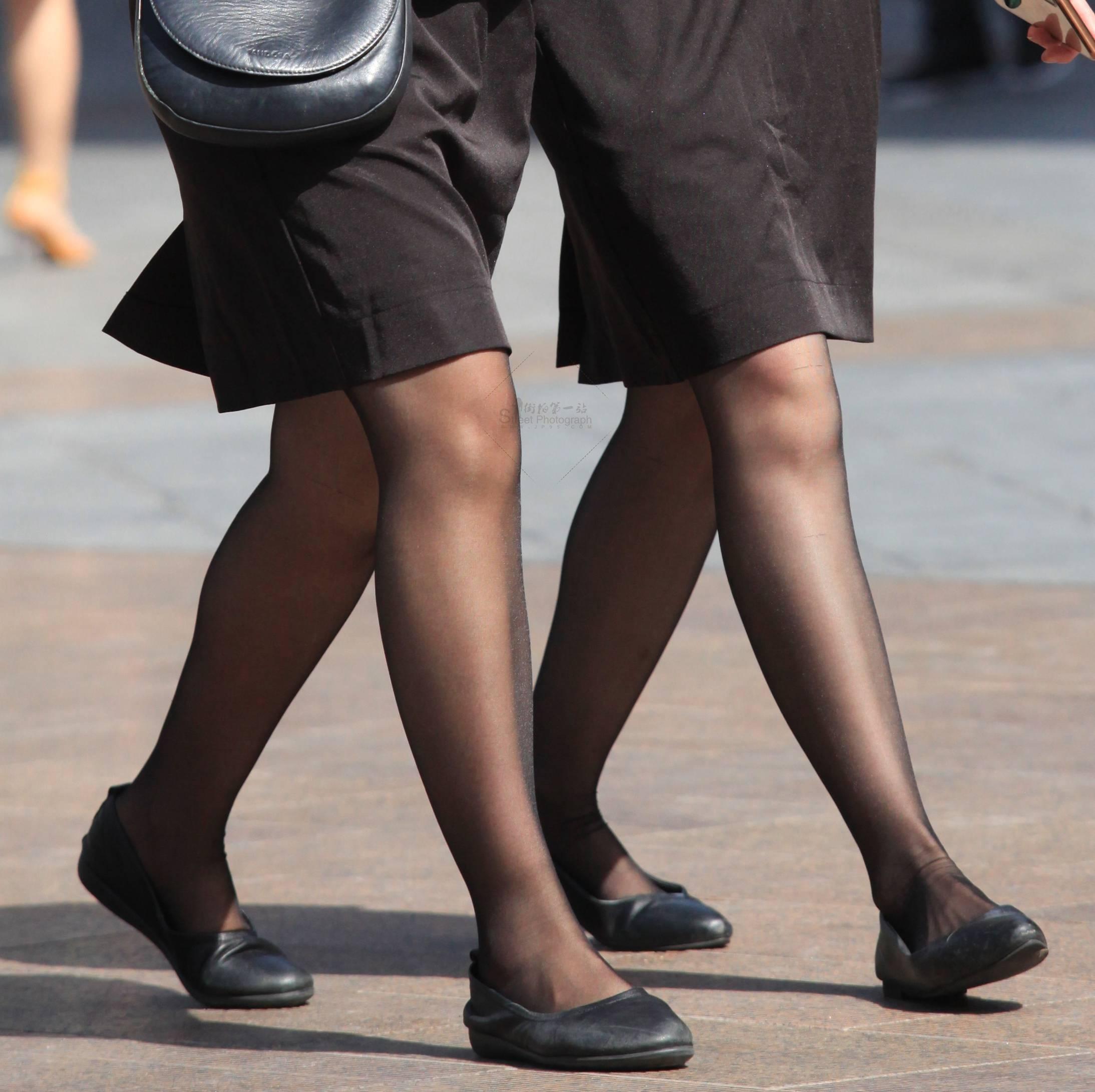 街拍OL,街拍黑絲 【玨一笑而過】2個黑絲 OL 最新街拍絲襪圖片 街拍絲襪第一站