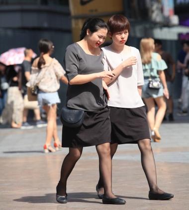 街拍OL,街拍黑丝 【珏一笑而过】2个黑丝 OL 最新街拍丝袜图片 街拍丝袜第一站