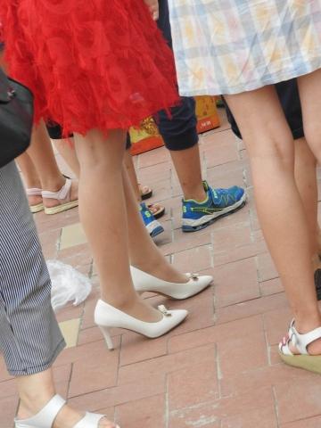 街拍丝袜 徐香+炎夏第7贴+ 丝袜21P 最新街拍丝袜图片 街拍丝袜第一站