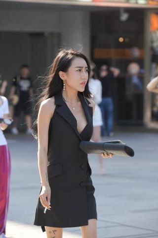 街拍女人的差距实在太大,只有时尚的姑娘才知道自己的价值