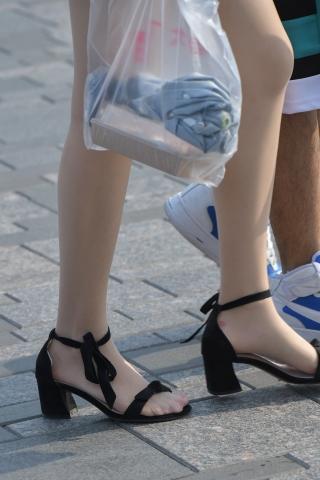 美女穿船袜_一字带高跟鞋里面的是脚尖透明的肉 丝袜,热裤姑娘真会穿-最新 ...