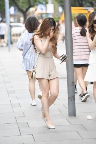 街拍高跟 羞涩额玫瑰 最新街拍丝袜图片 街拍丝袜第一站
