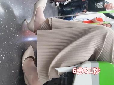 BBC街拍视频  97 短发气质OL 身材不错 肉街拍丝袜美足 白色高跟鞋 街拍第一站全网原创独发!