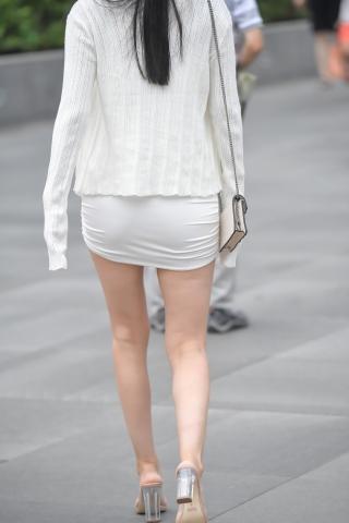 街拍高跟,街拍长腿 白色包腚裙长腿 高跟姑娘 最新街拍丝袜美女 街拍丝袜第一站