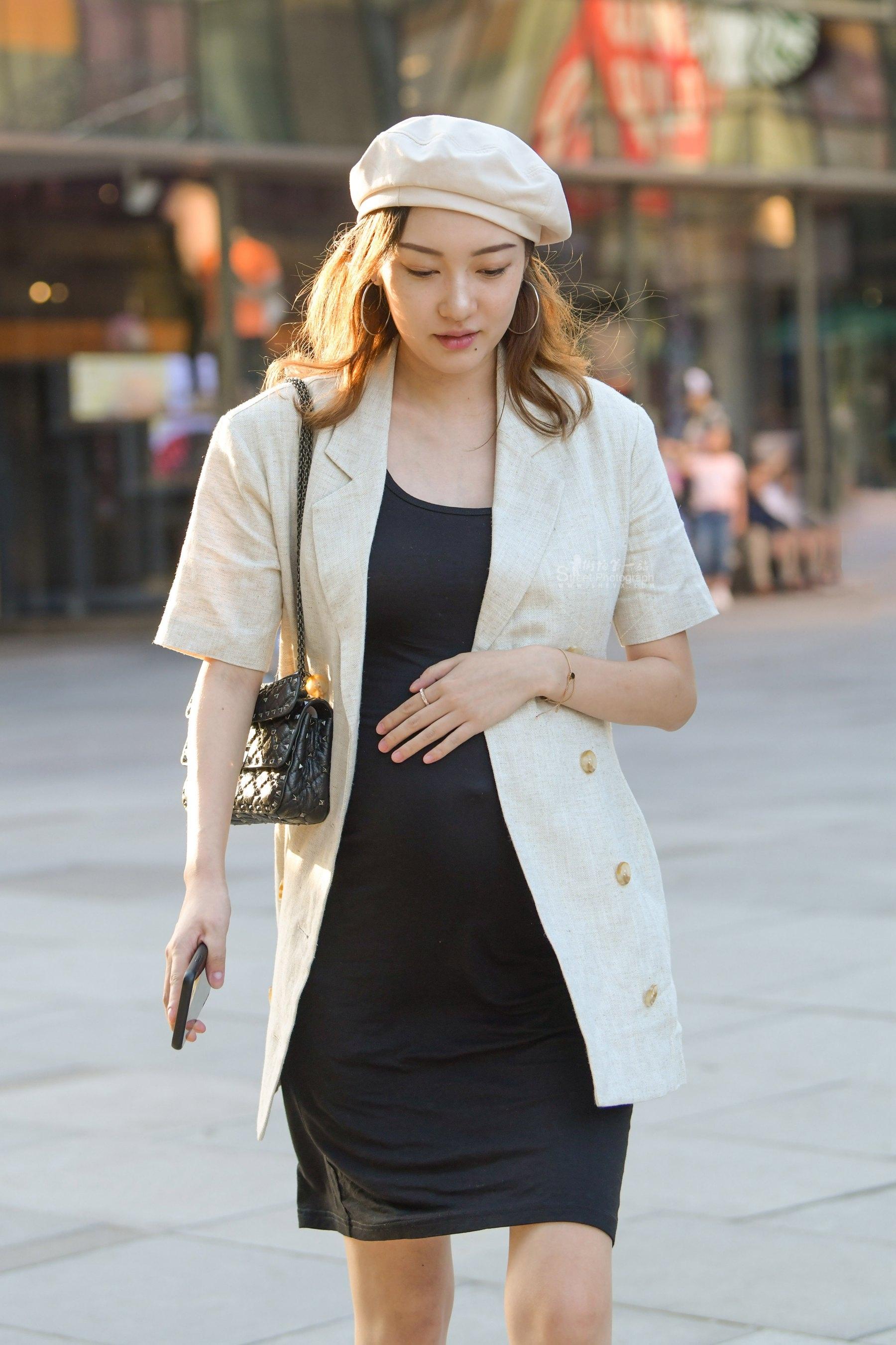 时尚美丽的孕妇 最新街拍丝袜图片 街拍丝袜第一站