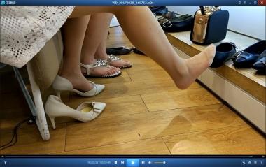 洗面奶视频  白色连衣裙街拍丝袜美女试鞋跟拍[03:40] 街拍第一站全网原创独发!