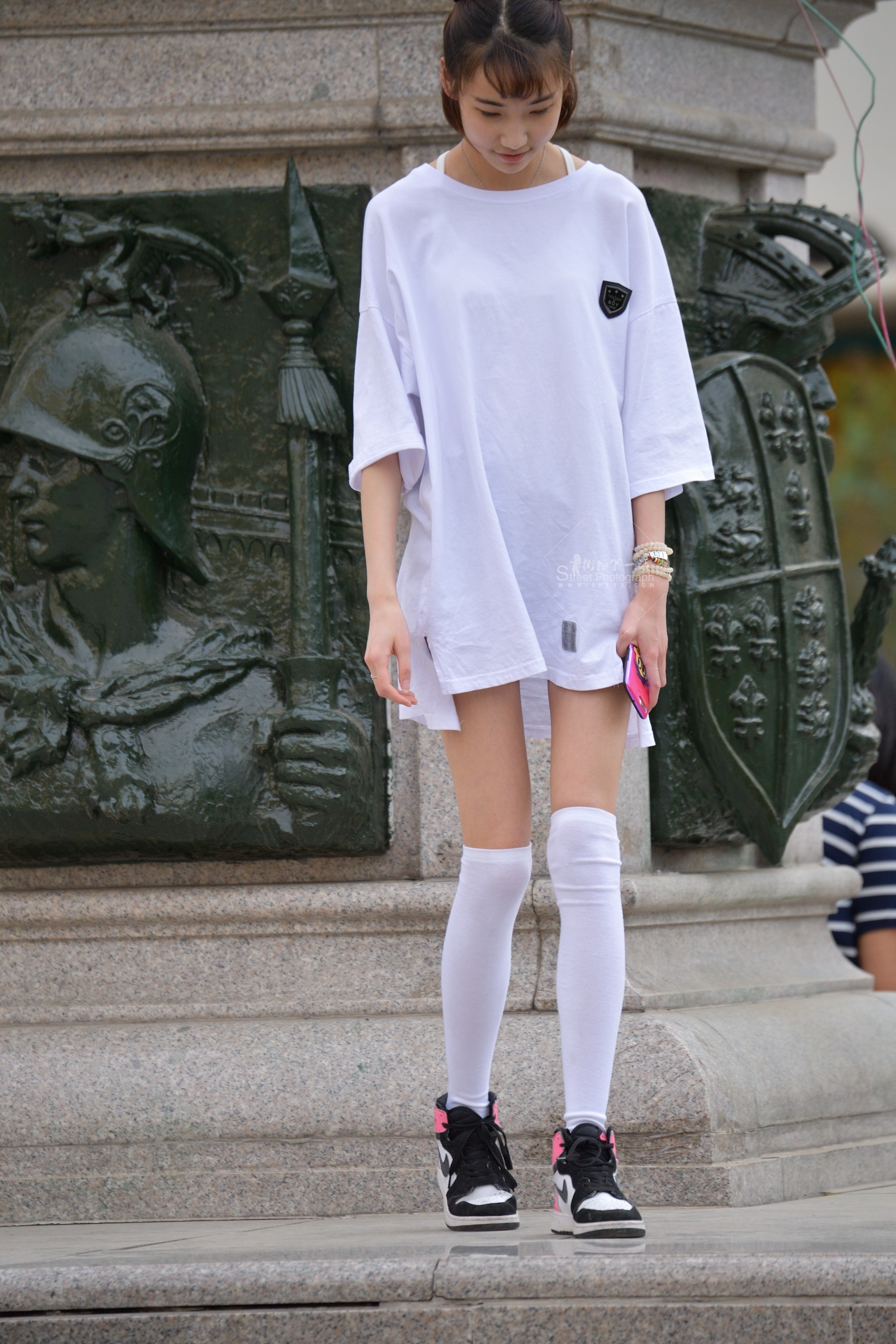 白衫白丝 街拍美女图片发布 街拍丝袜第一站