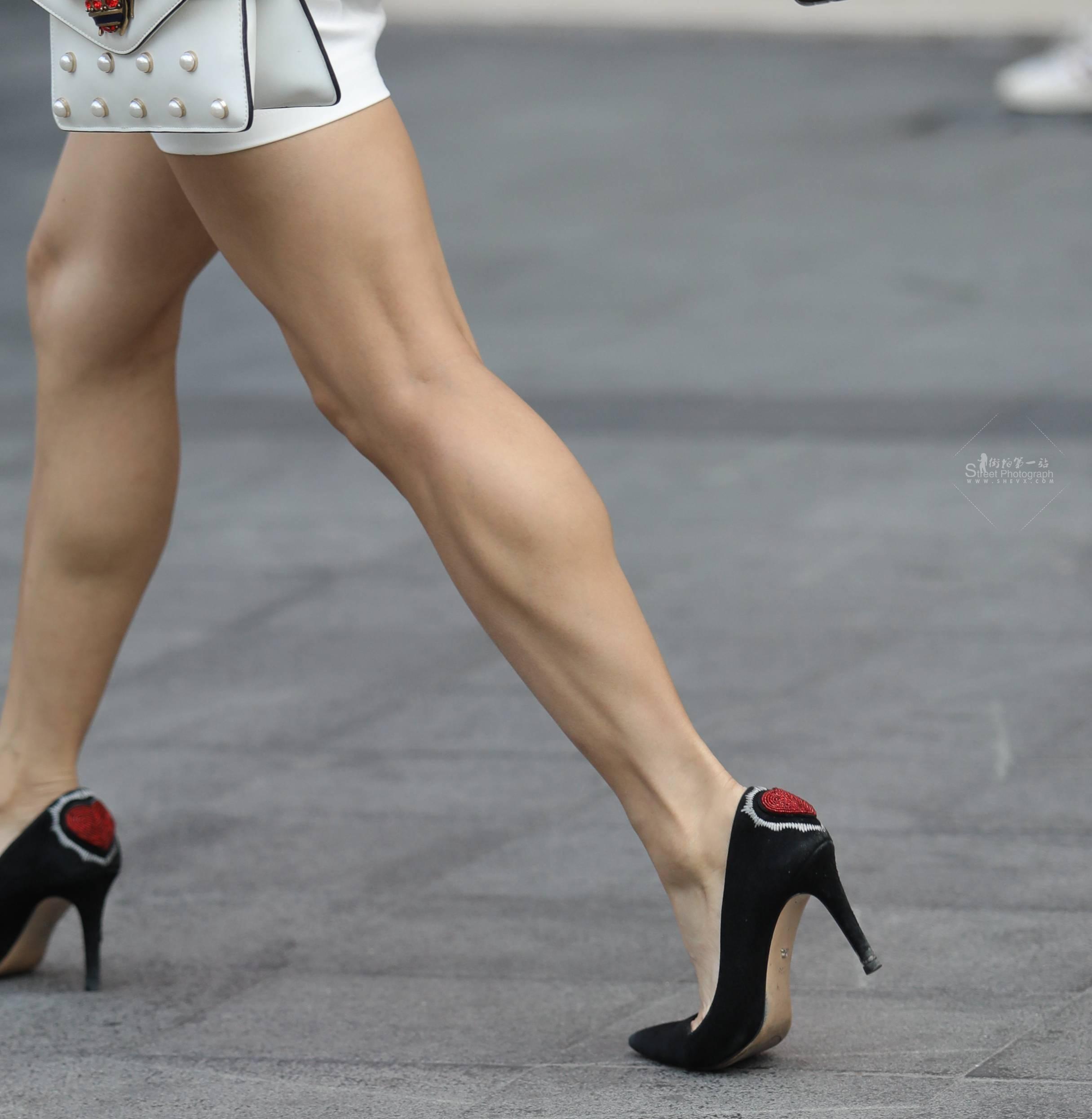 街拍长腿,街拍高跟 【珏一笑而过】 长腿高跟Shao Fu 最新街拍丝袜图片 街拍丝袜第一站