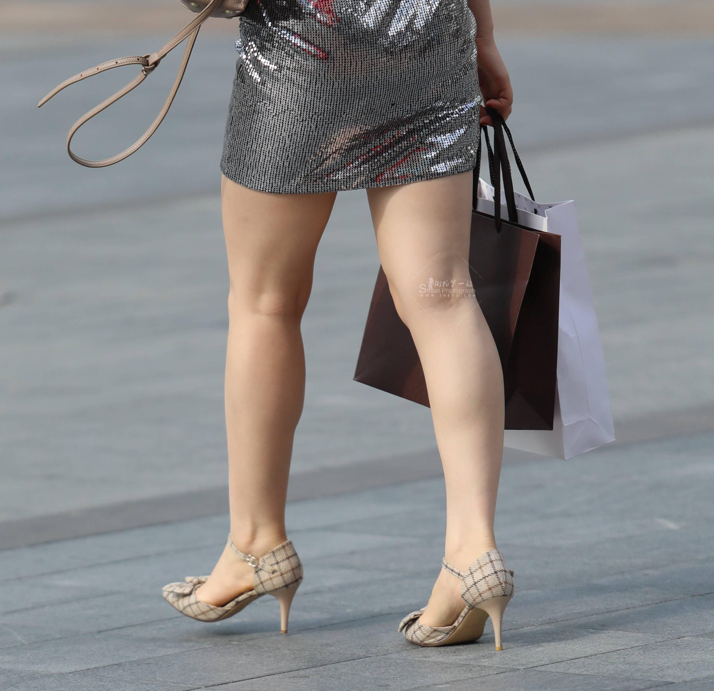 街拍包臀裙,街拍高跟,街拍包臀 【珏一笑而过】诱惑高跟 包臀裙 最新街拍丝袜图片 街拍丝袜第一站